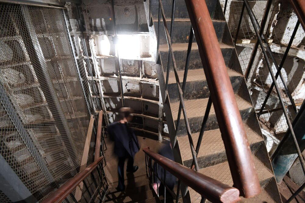Com documentos que passaram décadas em segredo, o escritório a 50 metros de profundidade abriu suas portas
