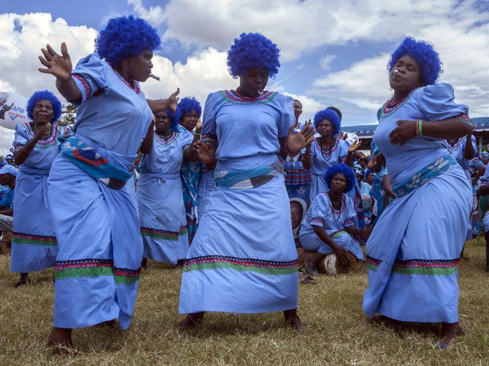 Mulheres dançam durante campanha eleitoral no Malawi