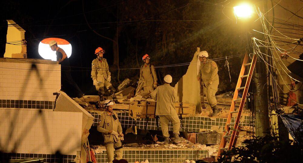 Corpo de Bombeiros continua buscas no desabamento em Muzema