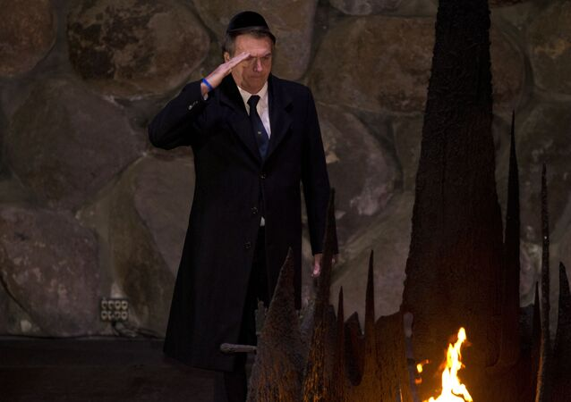 Presidente do Brasil, Jair Bolsonaro, durante cerimônia de homenagem aos seis milhões de judeus mortos pelos nazistas durante o Holocausto, no Centro Mundial de Memória do Holocausto Yad Vashem, em Jerusalém, 2 de abril de 2019