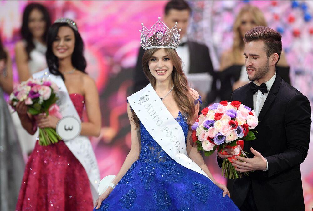 Miss Rússia 2019 Alina Sanko, representante da cidade de Azov, na cerimônia de premiação, na sala de concertos Barvikha Luxury Village, na Rússia