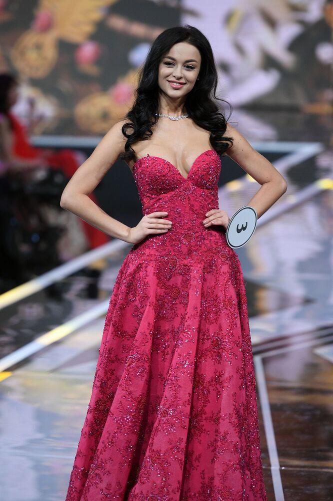 Segunda colocada do Miss Rússia 2019, Arina Verina, posa para foto durante o concurso realizando no salão de eventos Barvikha Luxury Village, na Rússia