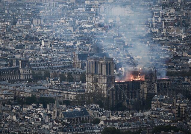 O incêndio na Catedral de Notre-Dame