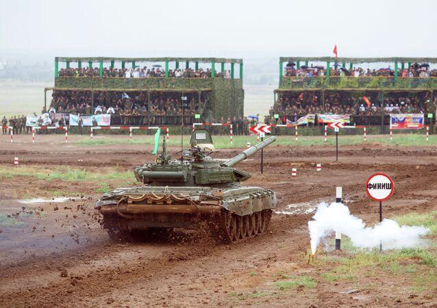 Tanque T-72B3 en los Juegos Militares 2015 de Rusia
