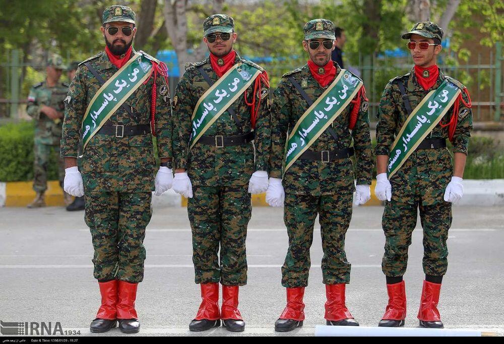 Guardiões da Revolução Islâmica durante o feriado solene