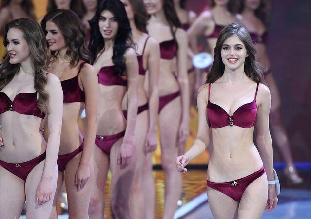 Alina Sanko se apresenta na final do concurso de beleza Miss Rússia 2019, nos arredores de Moscou