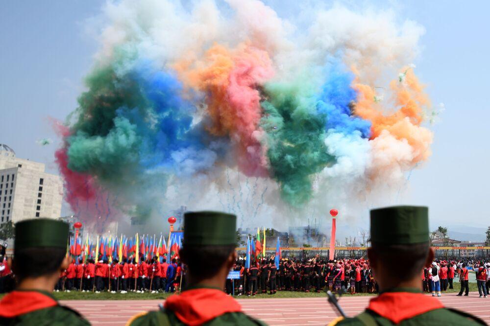 Desfile militar em homenagem ao 30º aniversário do cessar-fogo do Exército birmanês assinado com os militares de Mianmar, no estado de Wa, em Panghsang, em 17 de abril de 2019