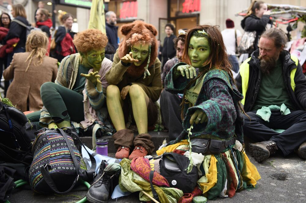 Manifestantes contra a poluição ambiental, em Londres, Inglaterra