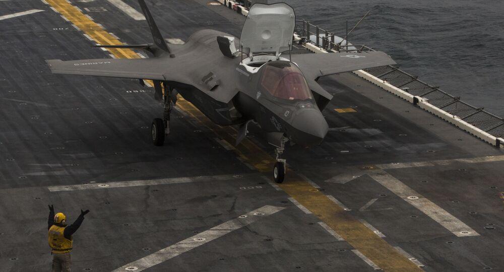 F-35 a bordo de um porta-aviões (imagem referencial)