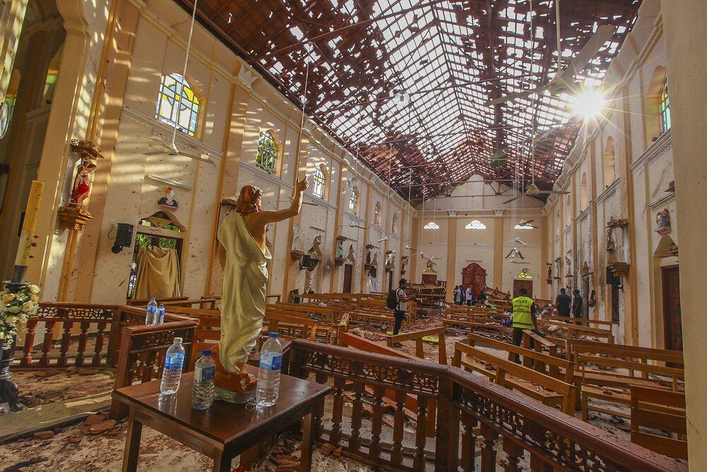 A igreja de Santo Antônio após explosão, Colombo, Sri Lanka