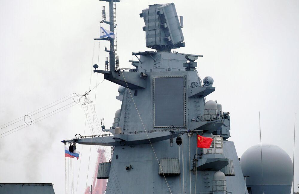 A Admiral Gorshkov dispõe ainda do novo sistema de interferências ópticas e óptico-eletrônicas Filin