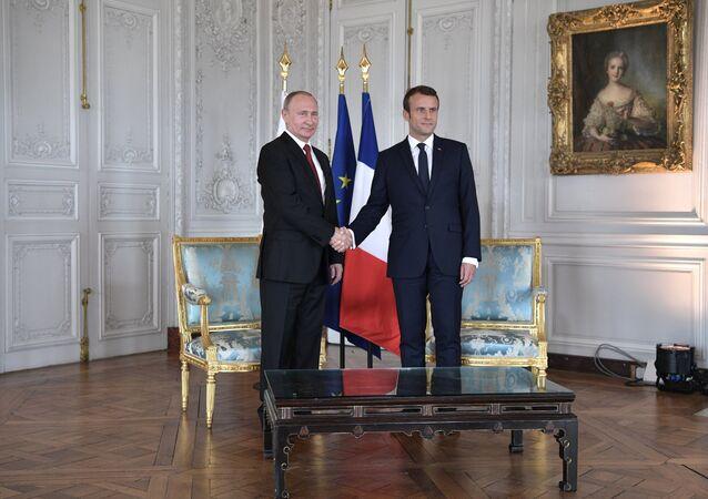 Russian President Vladimir Putin and French President Emmanuel Macron