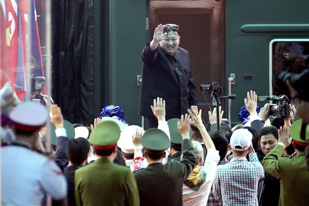 Kim Jong-un viaja de trem no Vietnã
