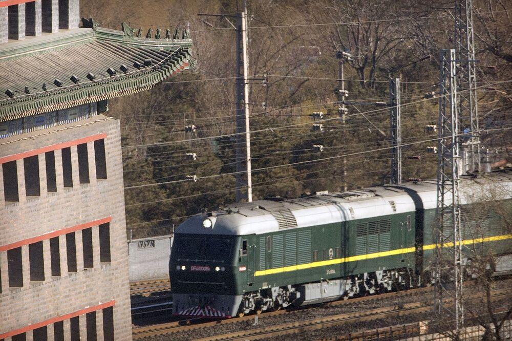 O trem de Kim Jong-un chega à estação ferroviária de Pequim
