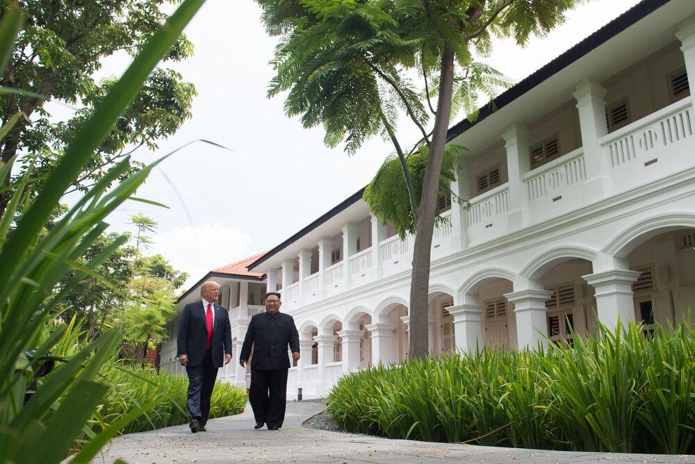 O presidente dos EUA, Donald Trump, e o líder norte-coreano, Kim Jong-un, em Singapura