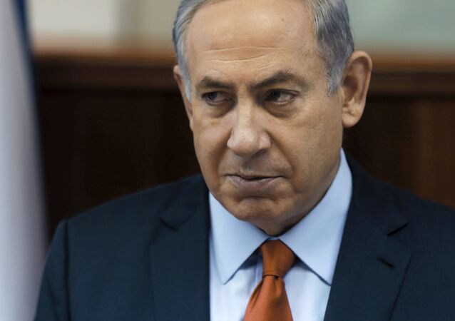 Premiê de Israel, Benjamin Netanyahu, participa da reunião semanal do gabinete em seu escritório em Jerusalém, 28 de junho de 2015