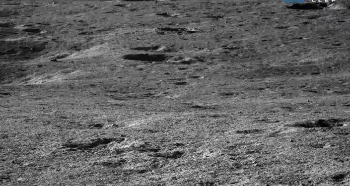 Superfície da lua fotografada pela sonda chinesa Yutu-2