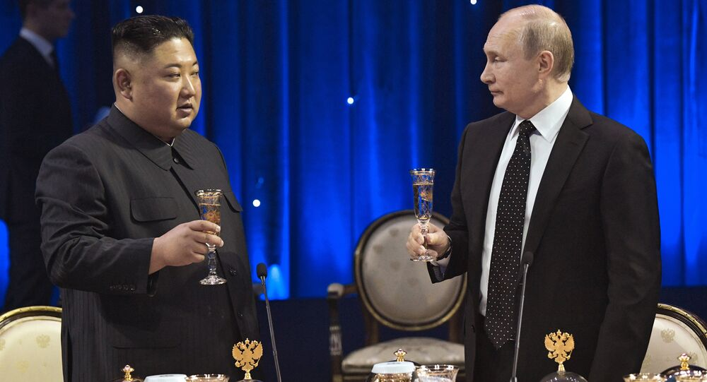 Presidente russo, Vladimir Putin, se reúne com o líder norte-coreano, Kim Jong-un.
