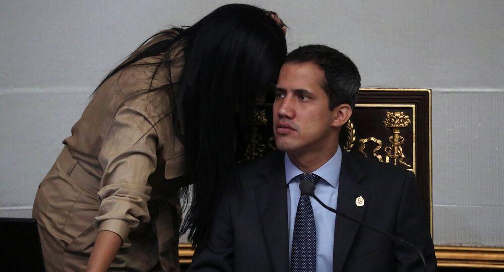 O líder da oposição venezuelana, Juan Guaidó, participa de uma sessão da Assembleia Nacional em Caracas, Venezuela.