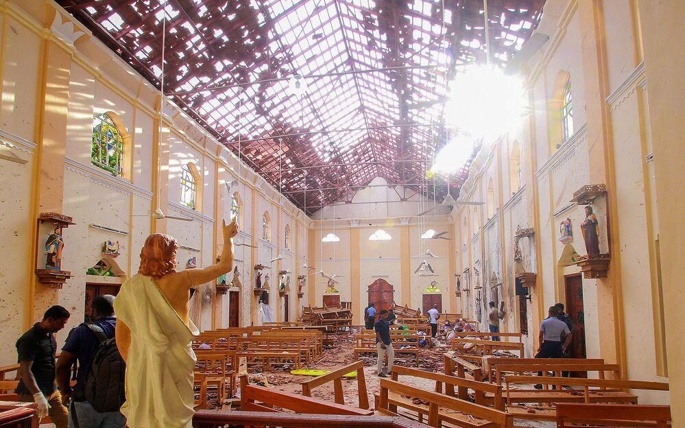 Igreja de Santo Antônio destruída pelas explosões no Sri Lanka