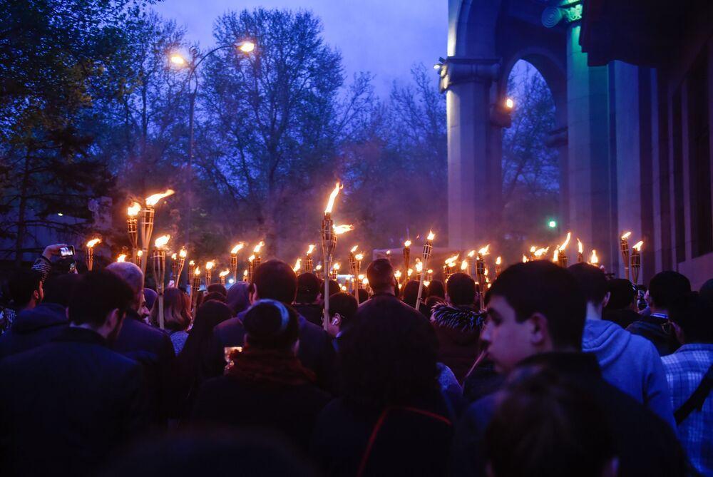 Eventos dedicados ao Dia de Memória do genocídio armênio, em Erevan, Armênia