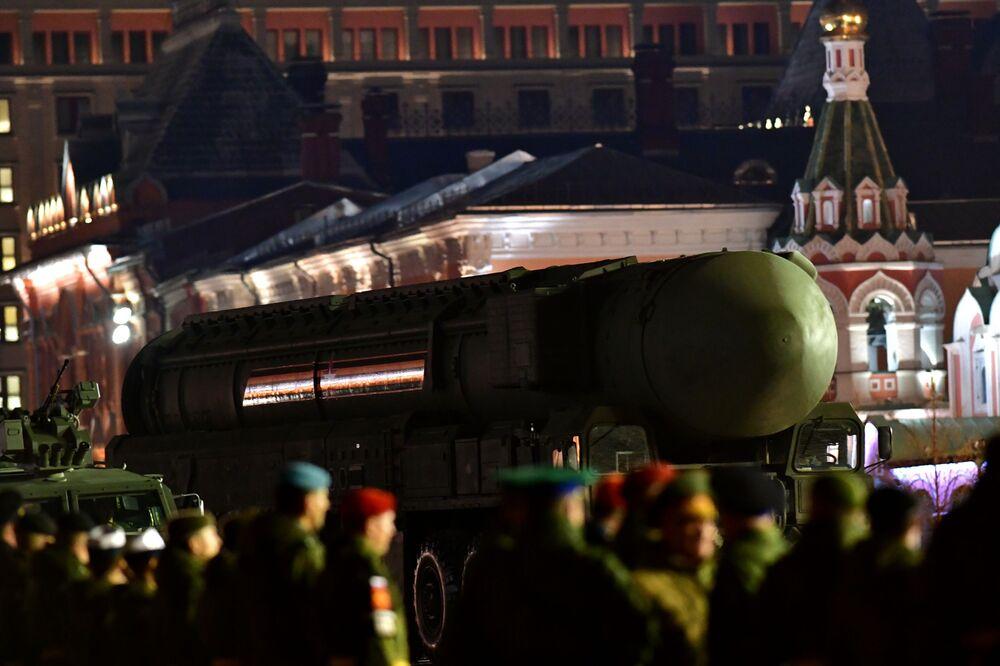 Míssil balístico intercontinental russo Yars é apresentado no ensaio do desfile militar em comemoração do 74º aniversário da vitória na Segunda Guerra Mundial