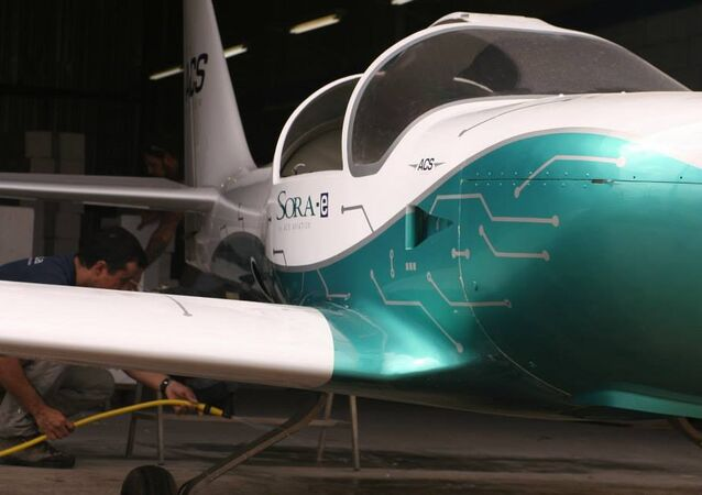 Primeiro avião elétrico tripulado da América Latina faz voo inaugural
