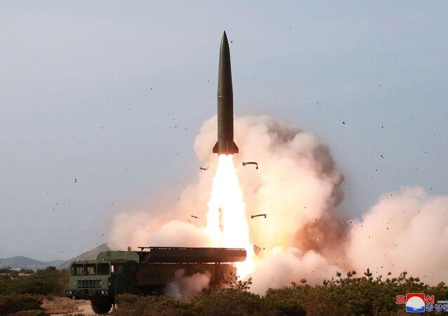 Militares norte-coreanos realizam lançamento de míssil do curto alcance em 4 de maio