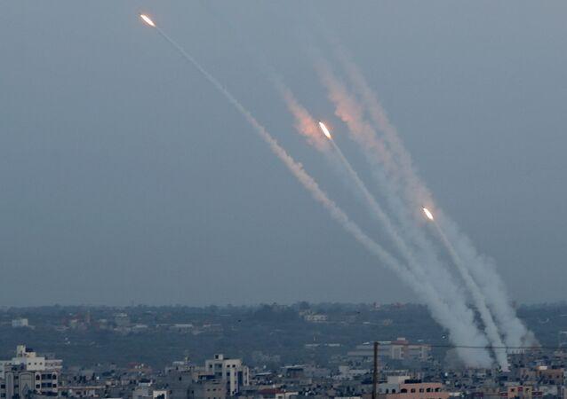 Foguetes são disparados de Gaza em direção a Israel, 5 de maio de 2019.