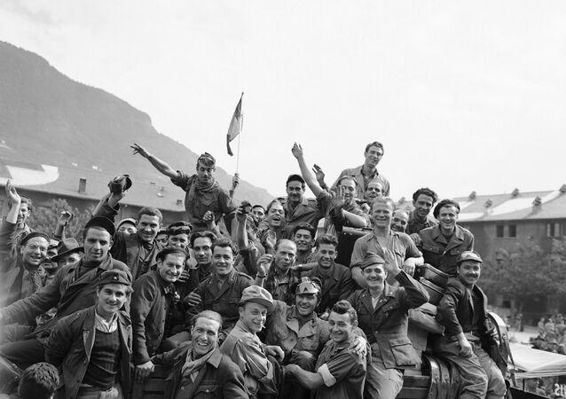 Força Expedicionária Brasileira (FEB) deixa Nápoles em 6 de julho de 1945