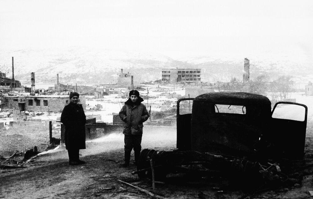 Cidade norueguesa de Kirkenes, totalmente queimada por nazistas