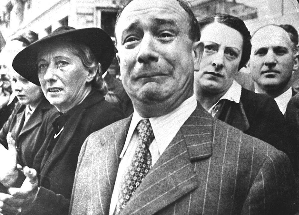 Moradores da cidade francesa Marselha durante a ocupação nazista em 1941
