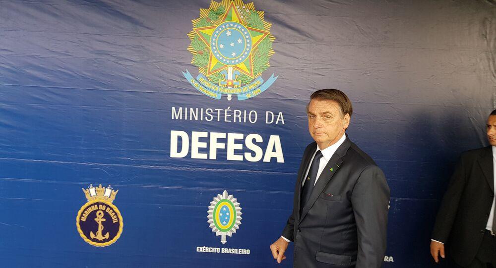 Presidente Jair Bolsonaro durante coletiva de imprensa após evento do Dia da Vitória, no Rio de Janeiro