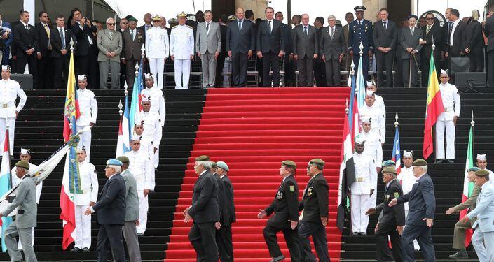 Presidente Jair Bolsonaro acompanhou desfile de ex-combatentes da FEB em cerimônia do Dia da Vitória, no Rio