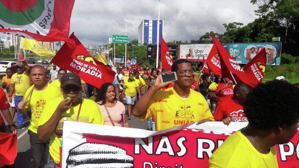 Manifestantes da União Nacional por Moradia Popular participam de protesto em defesa do Minha Casa, Minha Vida Entidades, em Salvador, Bahia.