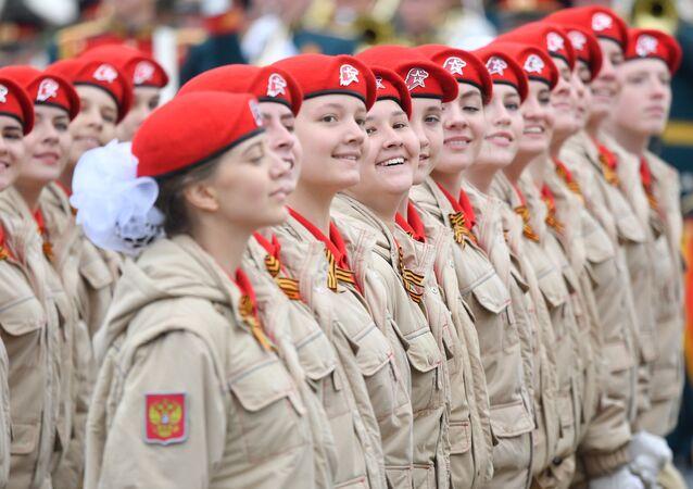 Movimento juvenil patriótico-militar Yunarmia na Praça Vermelha, Parada da Vitória 2019, Moscou, 9 de maio