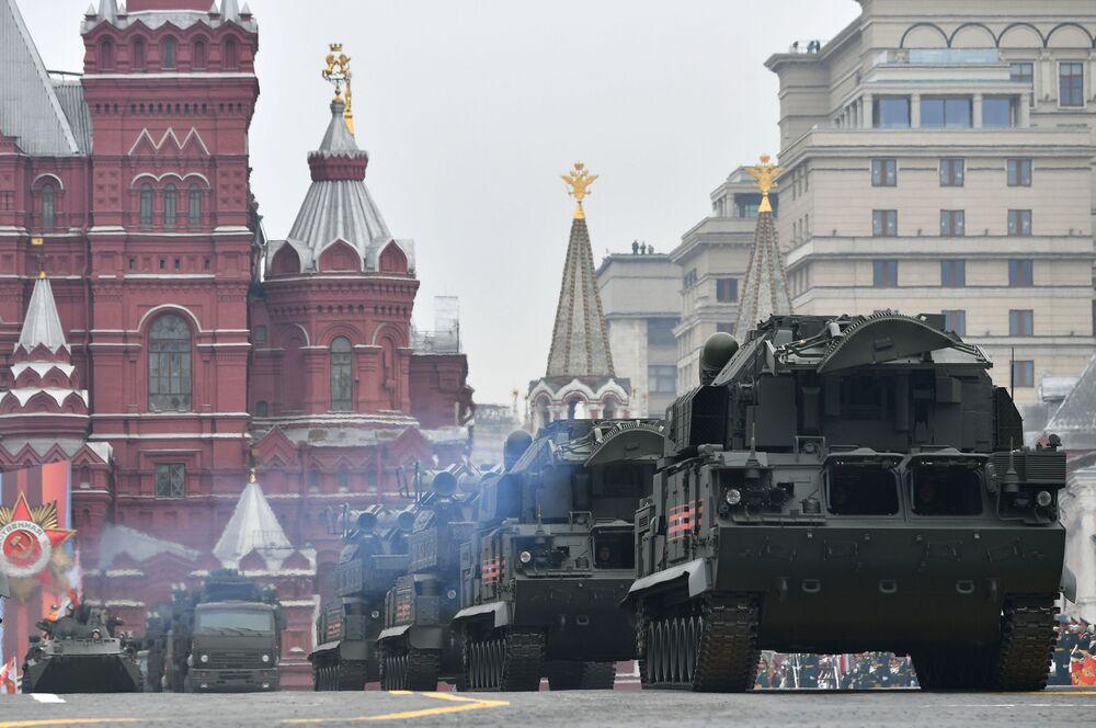 Sistema de defesa antiaérea TOR-M2 na Praça Vermelha