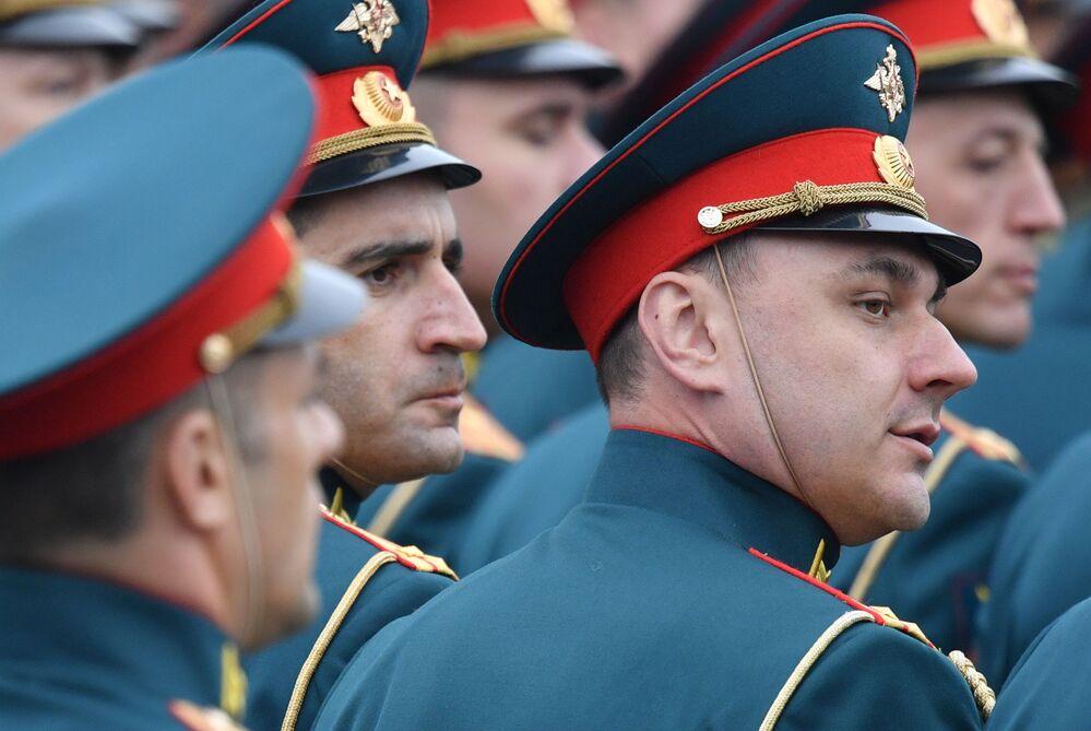 Oficiais da Academia Militar Frunze durante parada militar