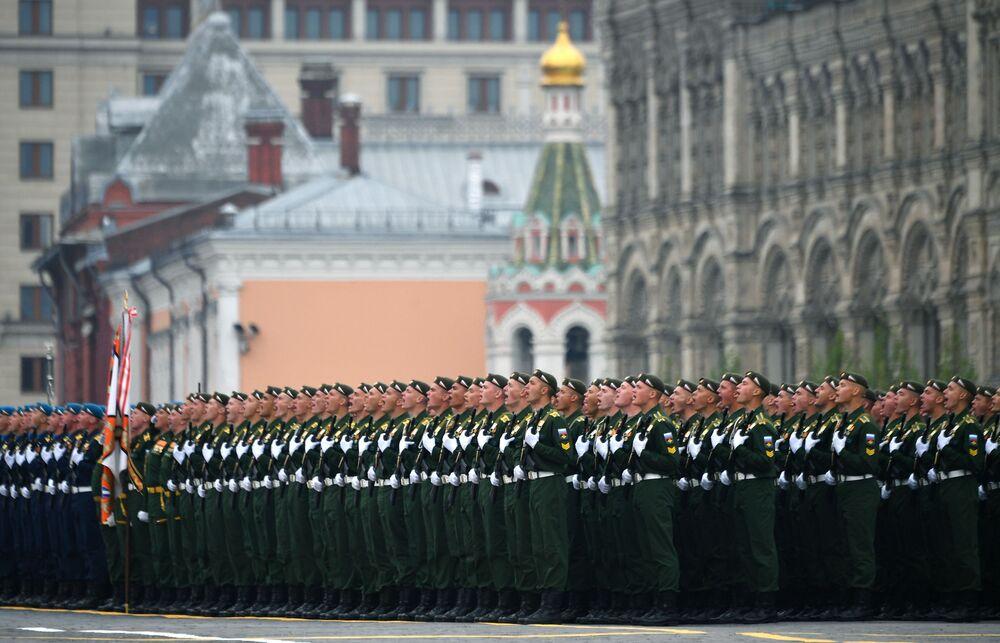 Militares durante parada militar na Praça Vermelha