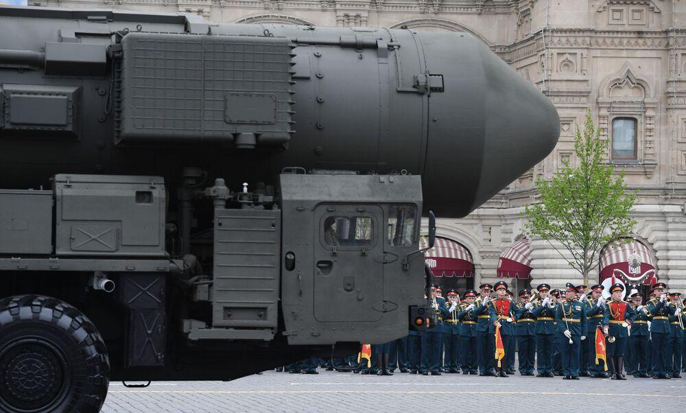 Míssil balístico intercontinental RS-24 Yars na parada militar