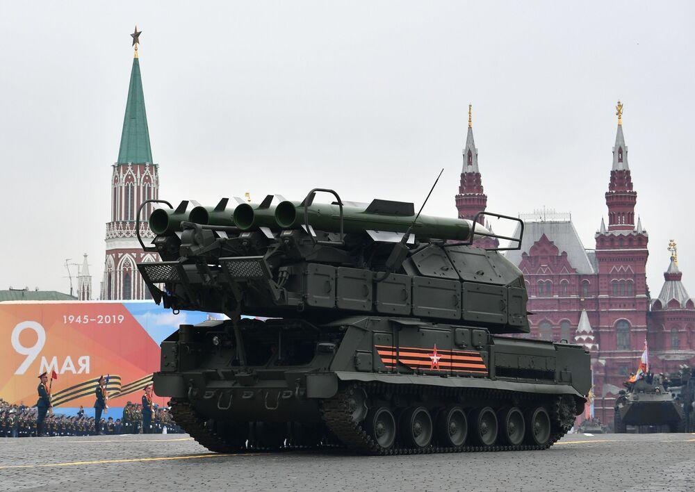 Sistema de defesa antiaérea Buk-M2 na Praça Vermelha
