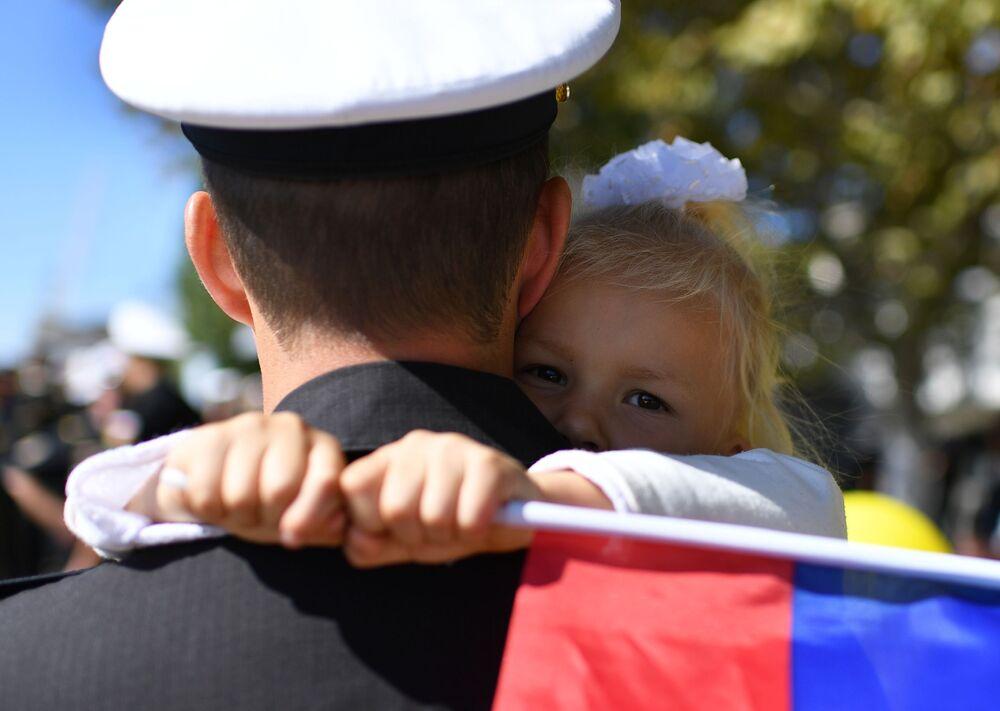 A cerimônia solene da chegada da fragata Admiral Makarov ao porto de Sevastopol após cumprir suas missões no mar Mediterrâneo