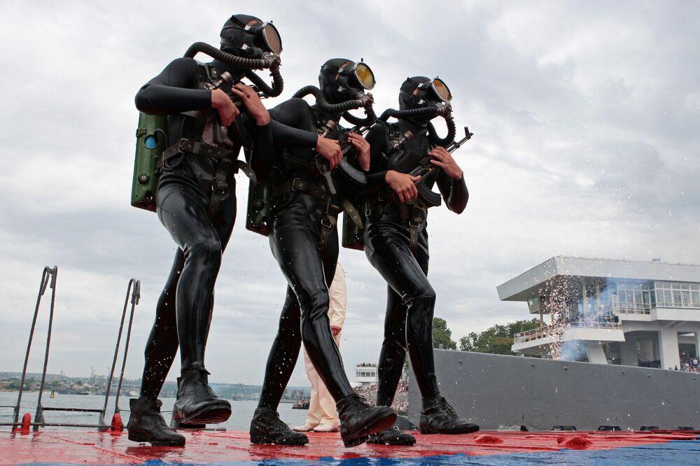 Infantaria de Marinha da Frota do Mar Negro durante a celebração do Dia da Marinha da Rússia