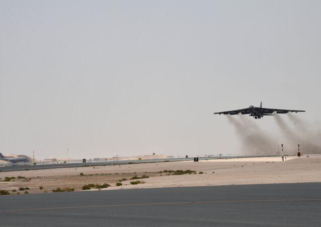 O B-52H Stratofortress decolando da base aérea de Al-Udeid, Qatar, 12 de maio de 2019
