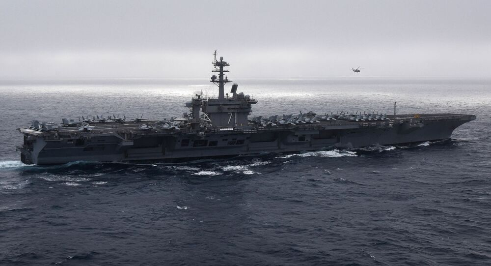 Porta-aviões USS Theodore Roosevelt atravessa oceano Pacífico, conduzindo operações rotineiras no Pacífico Leste (imagem de arquivo)