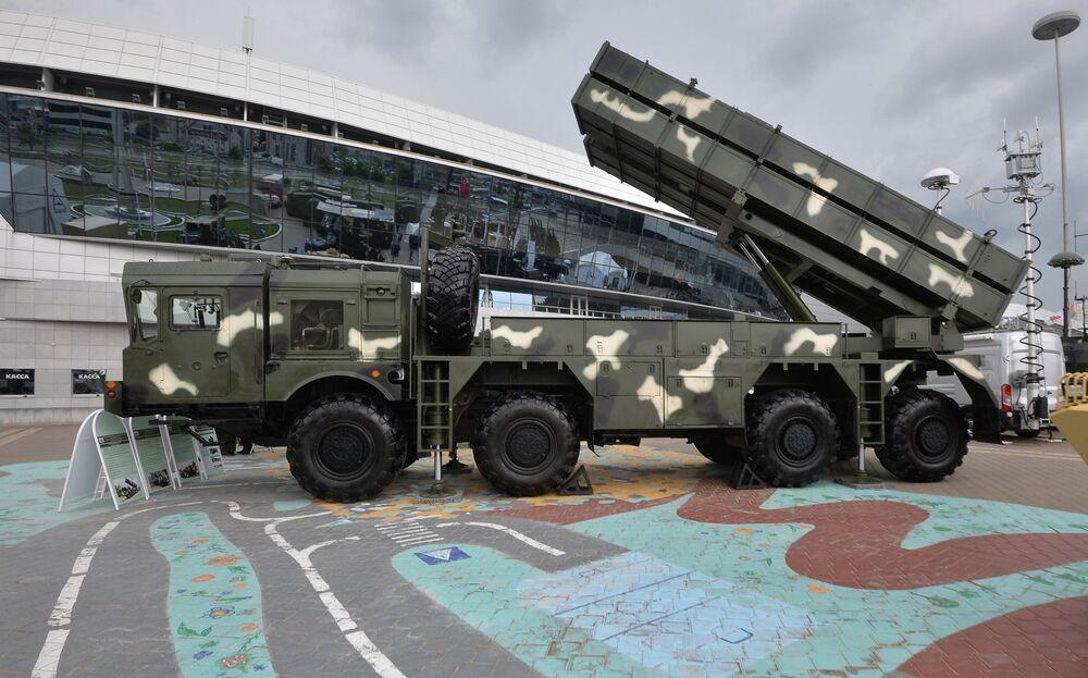 Lançador múltiplo de foguetes Polonez na exposição internacional de armamento e equipamento militar MILEX 2019, em Minsk