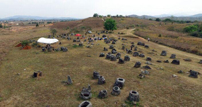 Vista dos misteriosos vasos da morte em Laos