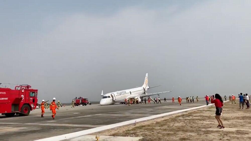 Pouso de emergência de aeronave da Myanmar National Airlines sem chassis no aeroporto de Mandalay, Mianmar