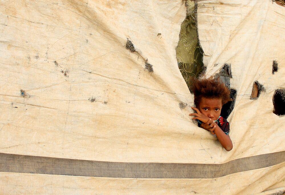 Uma criança num campo de tendas na província de Abs, no Iémen