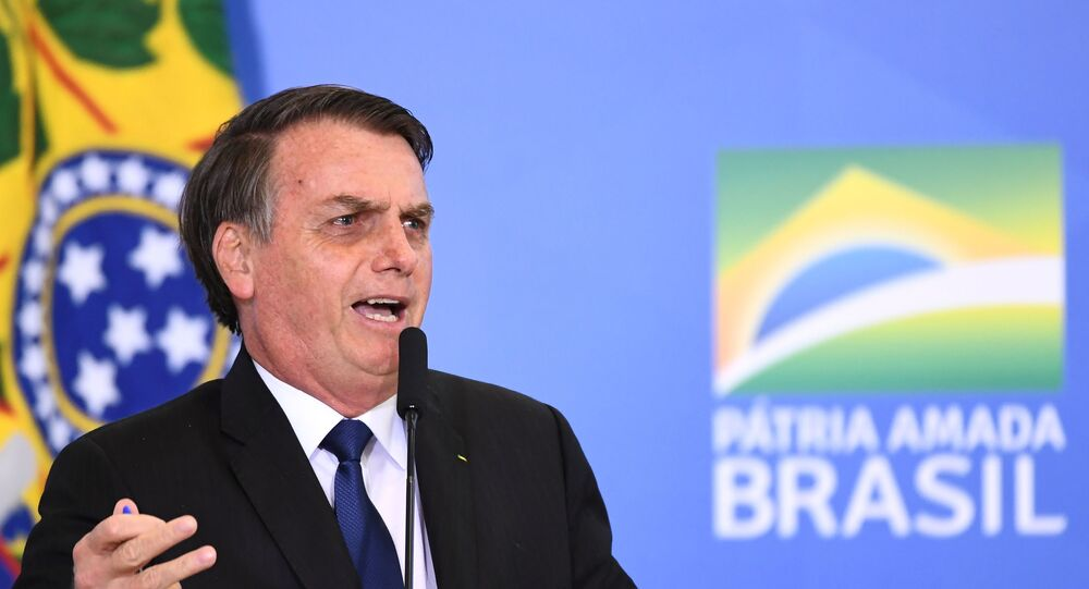 Presidente do Brasil, Jair Bolsonaro, durante cerimônia de assinatura do decreto que mudou regras sobre uso de armas e munições, no Palácio do Planalto, Brasília, 7 de maio 2019